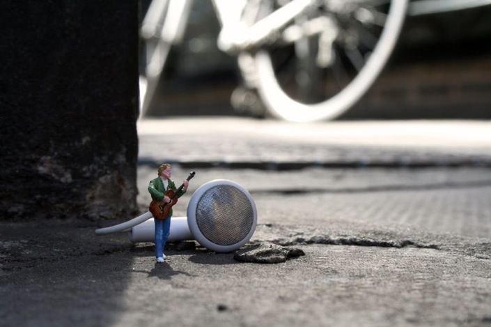 Slinkachu_little_people_street_art_3